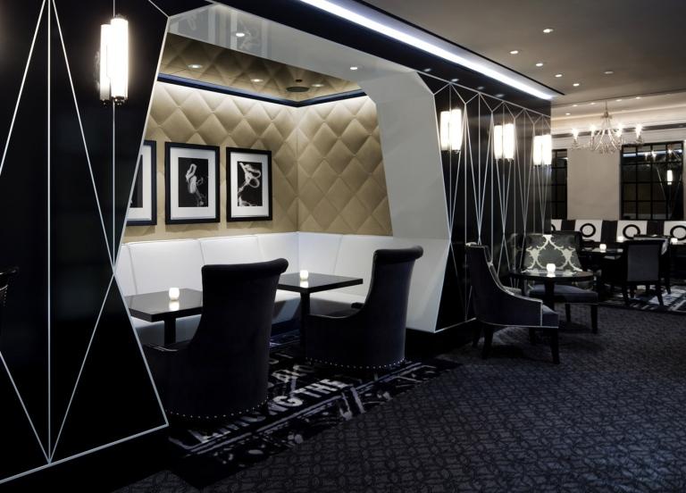 booth-at-bar-pleiades